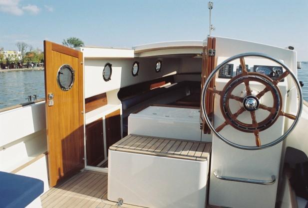 Motoryacht - Steuerrad