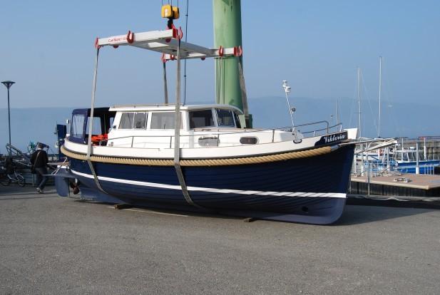 Motoryacht im Hafen
